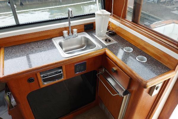 1989 Bayliner 3870 Motoryacht Photo 34 sur 74