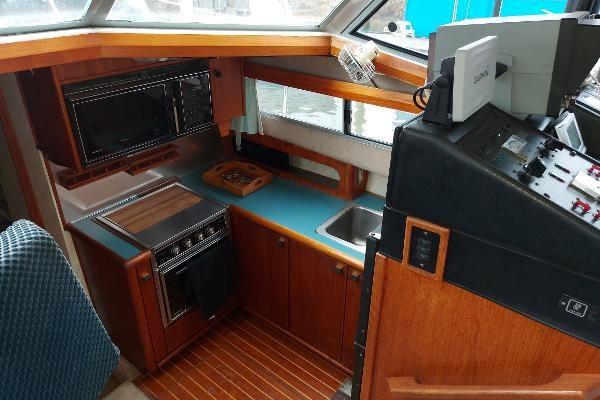 1989 Bayliner 3870 Motoryacht Photo 37 sur 74