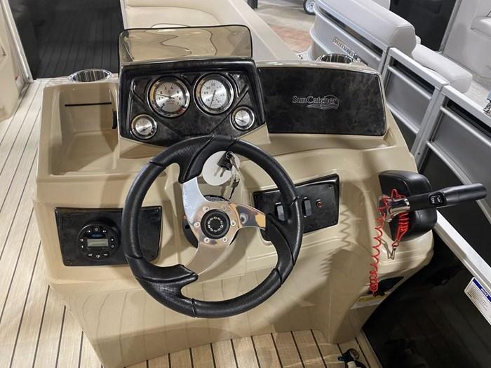 2021 SunCatcher Pontoons by G3 Boats Select 20RC/F60MOTOR/TRAILER Photo 7 sur 9