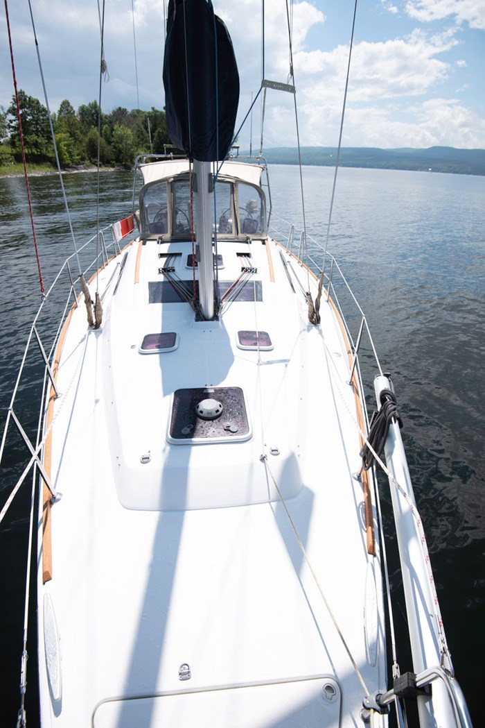 2010 Beneteau Oceanis Photo 6 of 33
