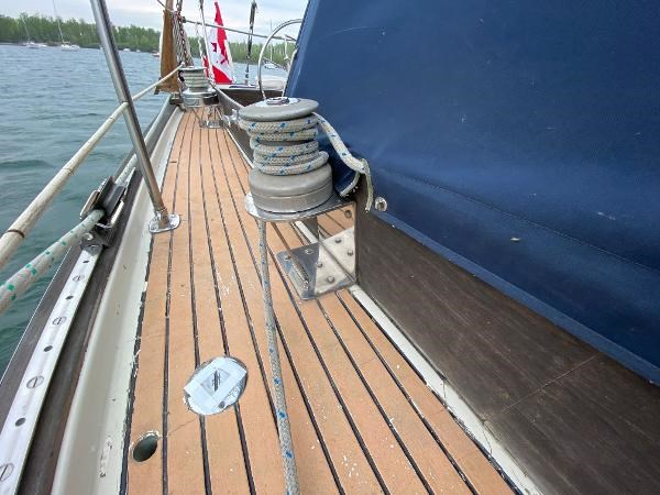 1969 Sparkman Stephens Comanche 42 by Chris Craft Photo 49 of 114