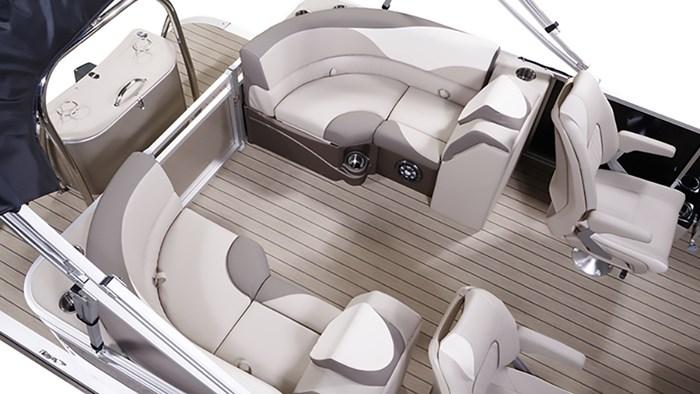 2021 Legend Q-Series Lounge Sport PRO pkg w/Merc 175L ProXS Photo 5 of 7