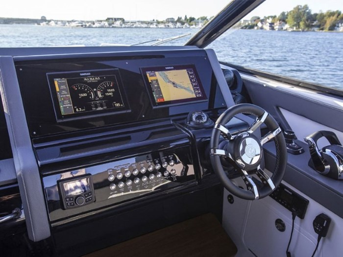 2021 Cruisers Yachts 38 GLS Outboard Photo 9 sur 9