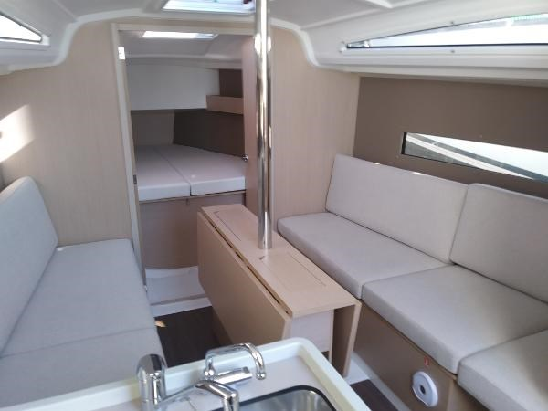 2020 Beneteau Oceanis 30.1 Photo 26 of 35