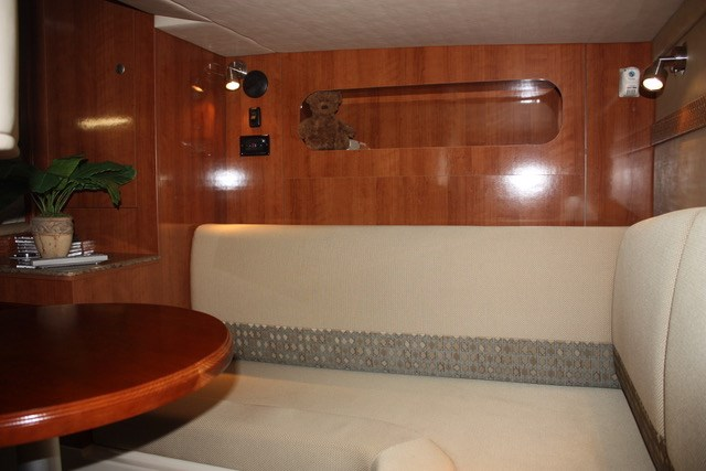 2008 Cruisers Yachts 330 Express Photo 9 of 19