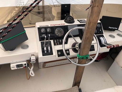 1989 Bayliner 3888 Motor Yacht Photo 47 sur 64
