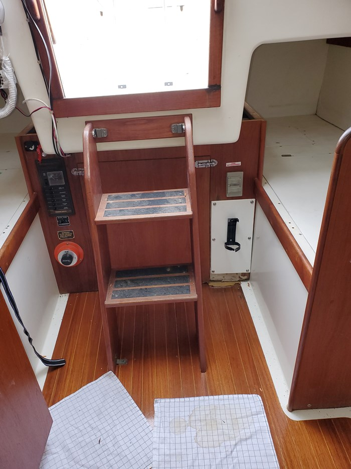 1980 Hinterhoeller Yachts Nonsuch 30 Photo 13 of 18