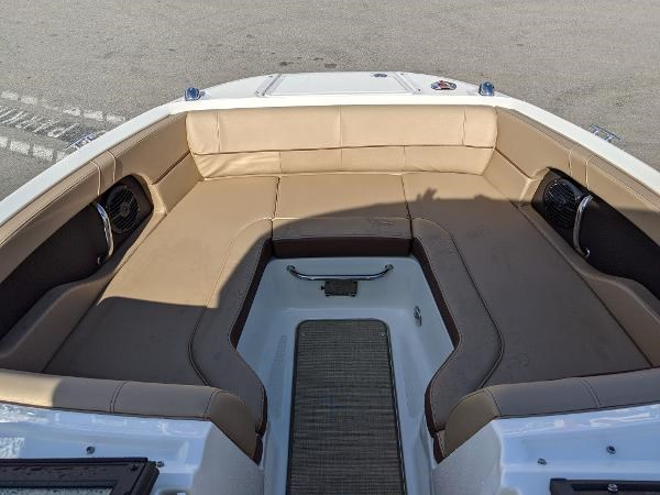 2017 Sea Ray 220 Sundeck Photo 5 sur 23