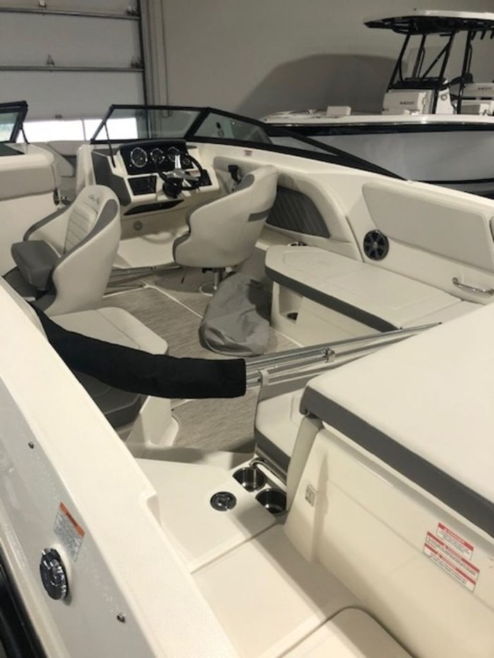 2020 Sea Ray SPX 230 Outboard Photo 5 of 20