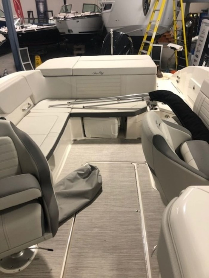 2020 Sea Ray SPX 230 Outboard Photo 14 of 20