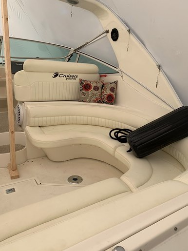 2000 Cruisers Yachts 3870 Esprit Photo 29 of 30