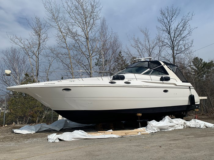 2000 Cruisers Yachts 3870 Esprit Photo 1 of 30