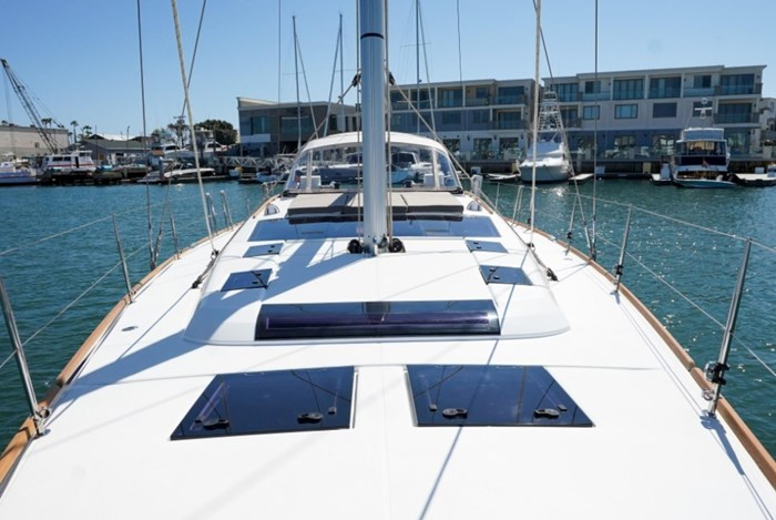 2018 Dufour Yachts 520 Grand Large Photo 5 of 27