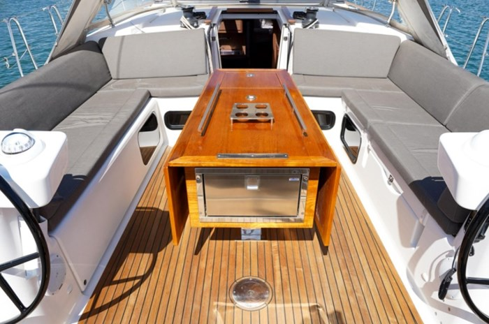 2018 Dufour Yachts 520 Grand Large Photo 10 of 27