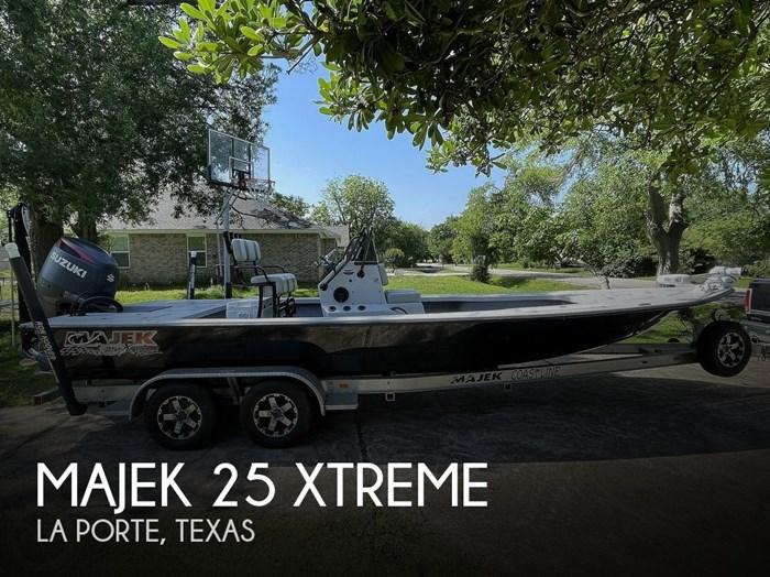 2017 Majek 25 XTREME Photo 1 of 20
