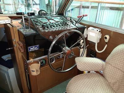 1976 Tollycraft Tri-Cabin Photo 19 sur 32