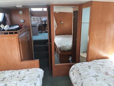 1976 Tollycraft Tri-Cabin Photo 27 sur 32