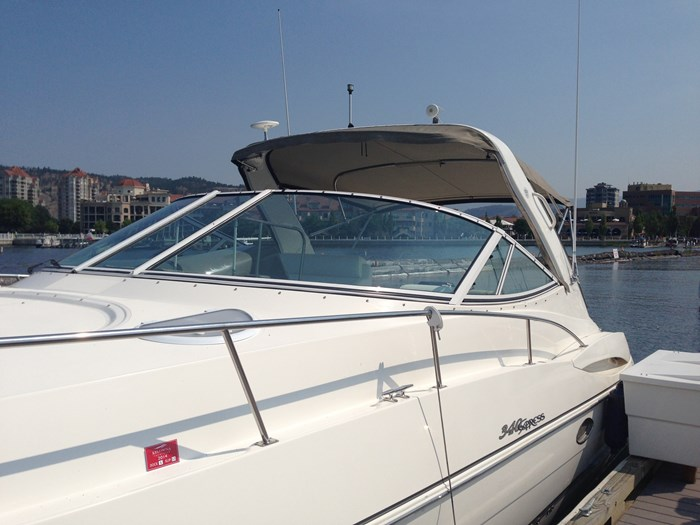 2007 Cruisers Yachts 340 Express Photo 3 sur 30