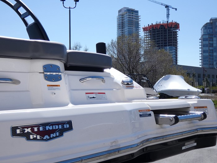 2018 Chaparral 246 SSI Deluxe Photo 9 of 24