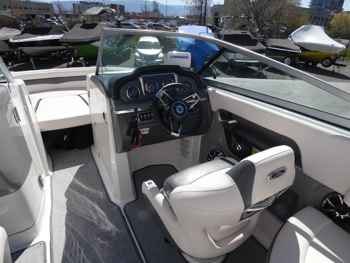 2018 Chaparral 246 SSI Deluxe Photo 11 of 24