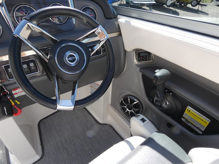 2018 Chaparral 246 SSI Deluxe Photo 13 of 24