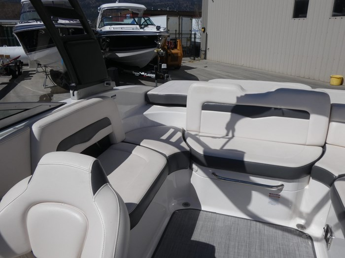 2018 Chaparral 246 SSI Deluxe Photo 15 of 24