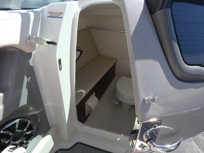 2018 Chaparral 246 SSI Deluxe Photo 17 of 24