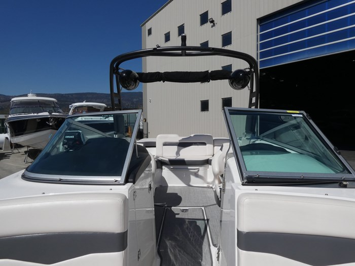 2018 Chaparral 246 SSI Deluxe Photo 21 of 24