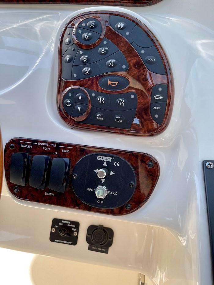 2005 Sea Ray 290 Bow Rider SLX Photo 41 sur 76