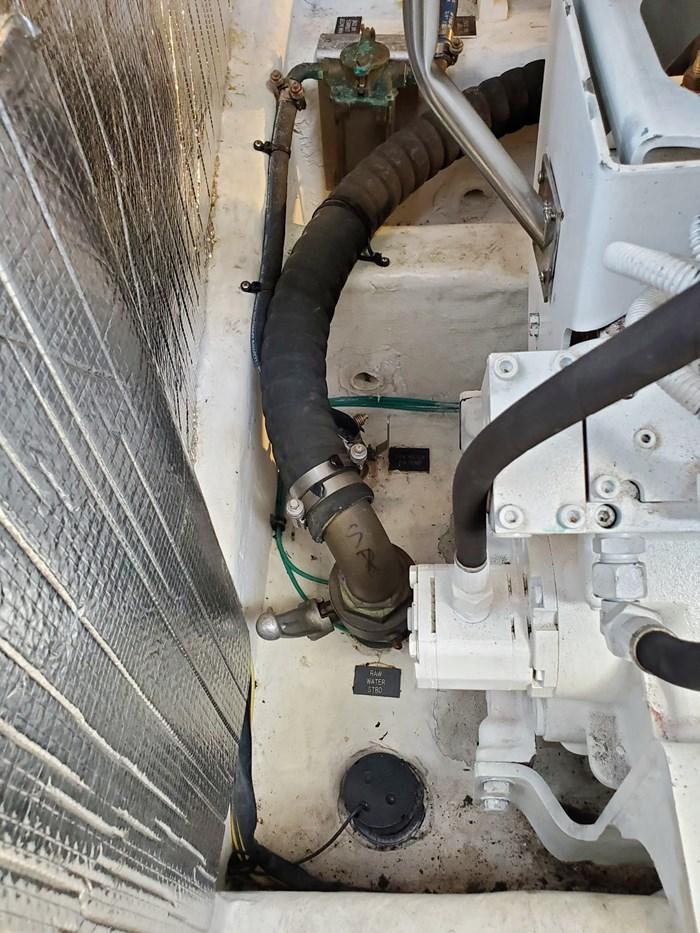 2005 Cruisers Yachts 500 Express Photo 36 of 44