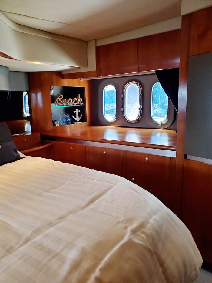 2005 Cruisers Yachts 500 Express Photo 24 of 44