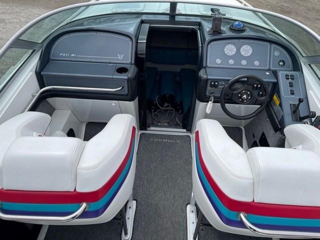 1996 Formula Thunderbird 27' Photo 6 of 21