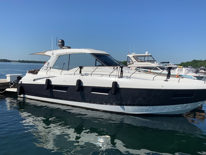 2014 Cruisers Yachts Cantius 48 Photo 1 of 23