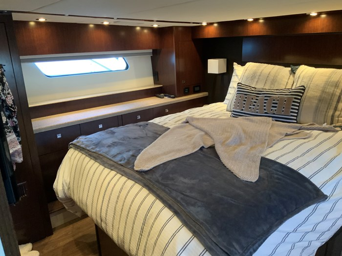 2014 Cruisers Yachts Cantius 48 Photo 4 of 23
