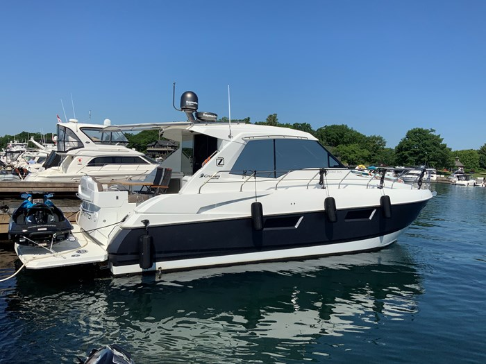 2014 Cruisers Yachts Cantius 48 Photo 5 of 23