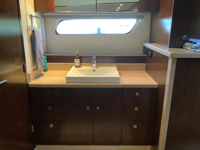 2014 Cruisers Yachts Cantius 48 Photo 6 of 23