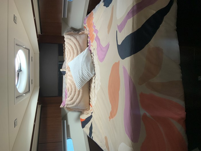 2014 Cruisers Yachts Cantius 48 Photo 7 of 23