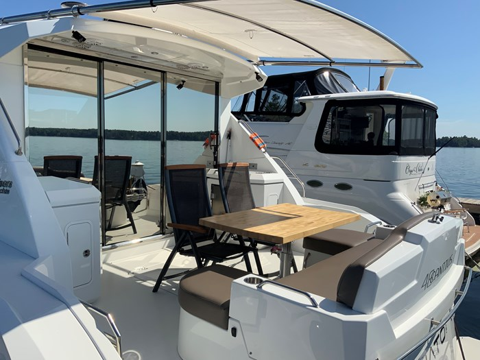 2014 Cruisers Yachts Cantius 48 Photo 10 of 23