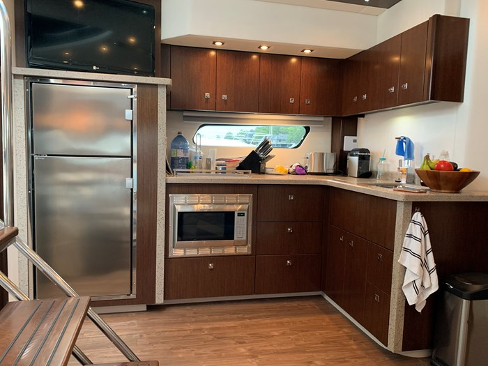2014 Cruisers Yachts Cantius 48 Photo 16 of 23