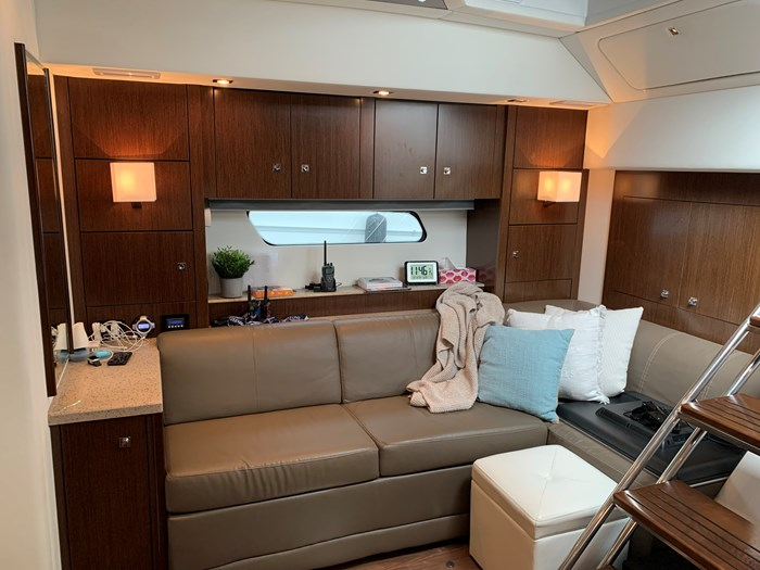 2014 Cruisers Yachts Cantius 48 Photo 17 of 23