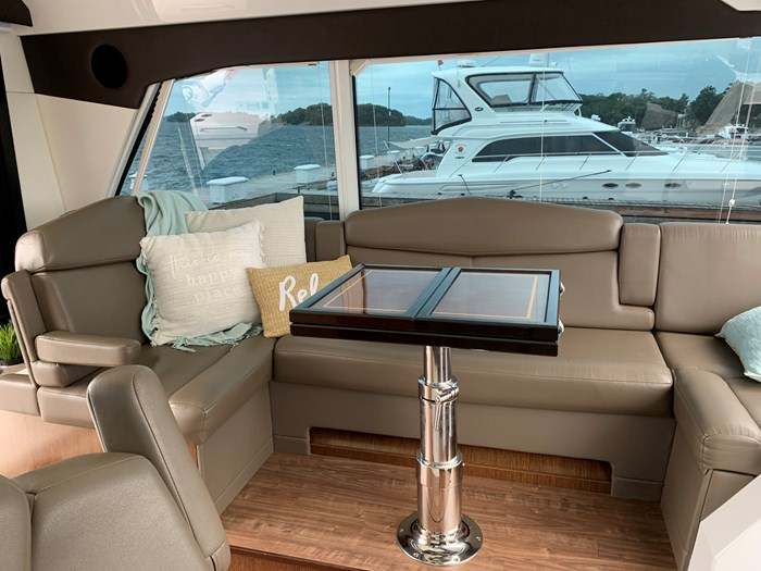 2014 Cruisers Yachts Cantius 48 Photo 18 of 23