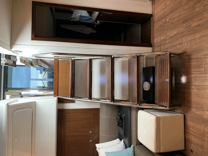2014 Cruisers Yachts Cantius 48 Photo 19 of 23