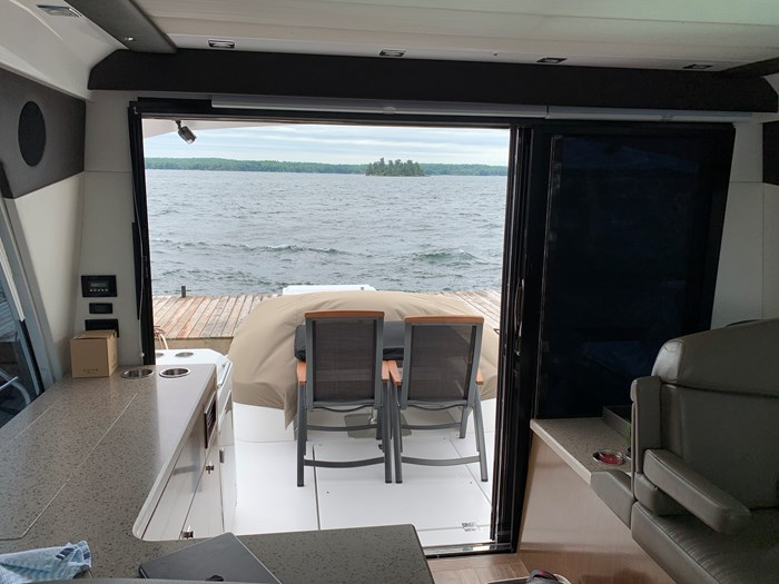 2014 Cruisers Yachts Cantius 48 Photo 20 of 23
