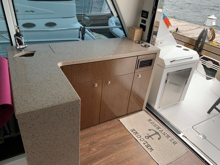 2014 Cruisers Yachts Cantius 48 Photo 22 of 23