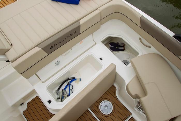 2021 Bayliner VR6 Bowrider - Outboard Photo 10 sur 27