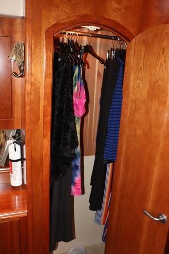 2008 Cruisers Yachts Cruisers 455 Photo 43 of 62
