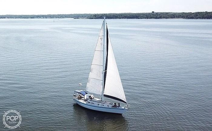 1990 Ericson Yachts 38-300 Photo 2 sur 20