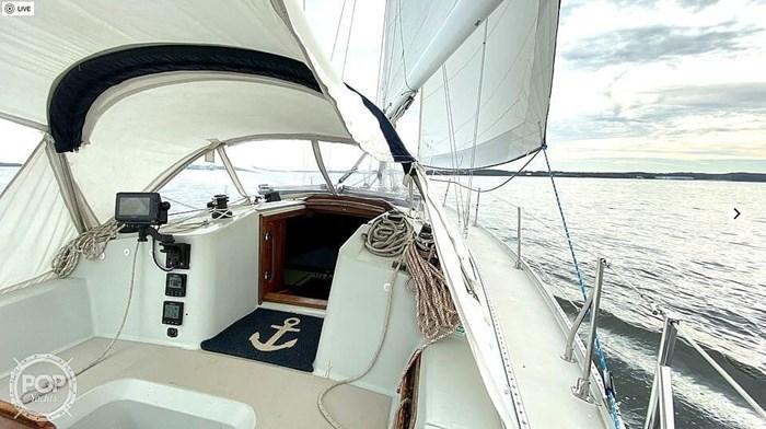 1990 Ericson Yachts 38-300 Photo 5 sur 20
