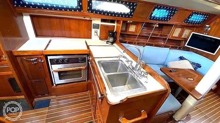 1990 Ericson Yachts 38-300 Photo 11 sur 20