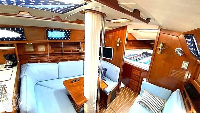 1990 Ericson Yachts 38-300 Photo 12 sur 20